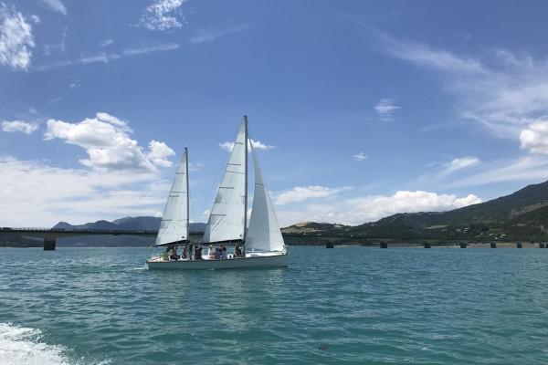 Mini croisière en voilier sur le lac Serre Ponçon